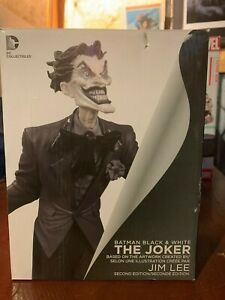 Batman-and-White-DC-Collectibles-Second-Edition-Hand-Sculpted-The-Joker