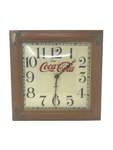 Vintage-Coca-Cola-Quartz-Wall-Clock-Wood-Frame-Bubble-Glass-Face-Coca-Cola-Clock