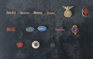 Motorrad-Marken-International-Abzeichen-Anstecknadeln-1950-90erJ-AUSSUCHEN