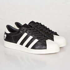 yeezy boost 350 v2 size 9 adidas superstar black&white