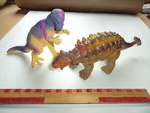 2-solid-Plastic-Toy-Animal-Figures-Dinosaurs