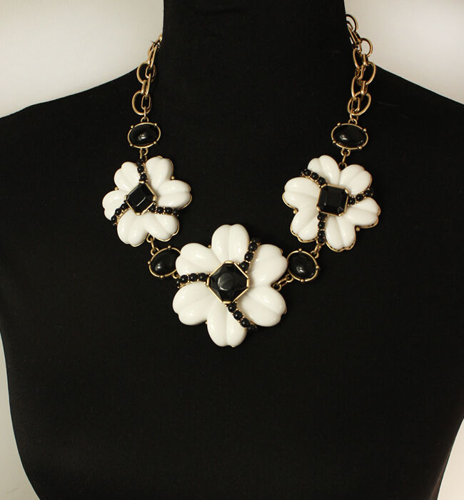 Collier Fleur Lotus de Neige black white Retro Original Mariage Cadeau OSC 5