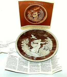 Incolay-Vintage-Carved-Cameo-Plate-To-a-Skylark-11742-Gayle-Bright-Appleby-1979