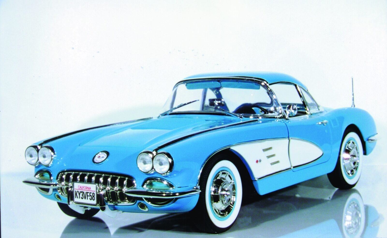 1 12 Solido Corvette '58 HT w  Removable top MIB
