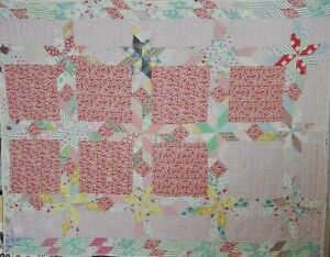 ANTIQUE-STAR-COUNTRY-COTTAGE-QUILT-1940S