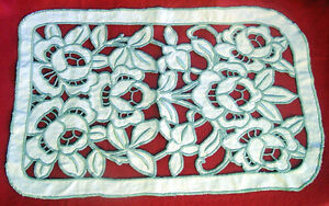 1930s HAND EMBROIDERED Buttonhole Stitch BEIGE CUT-OUT LINEN Cushion Cover/DOILY