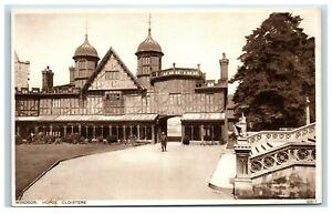 Vintage-Picture-Postcard-Windsor-Castle-Horse-Cloisters-Berkshire