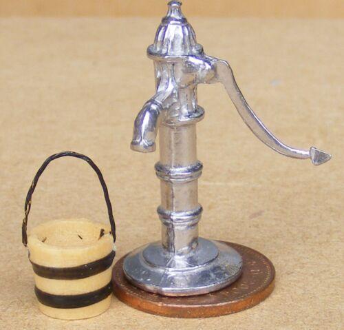 Escala 1:12 bomba de agua con un mango en movimiento /& Cubo tumdee cocina de casa de muñecas