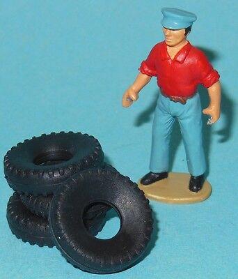 DINKY TOYS  LOT DE  4 pneus DUNLOP STRIER INSCRIT DUNLOP SUR LES FLANS 12//7EME