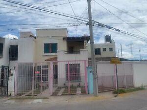 HERMOSA CASA AL ORIENTE DE LA CIUDAD CON EXCEDENTE DE TERRENO
