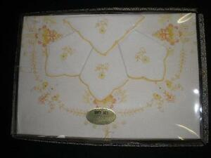 GENUINE-HAND-MADE-WHITE-EMBROIDERED-TABLECLOTH-4-SERVIETTES-YELLOW