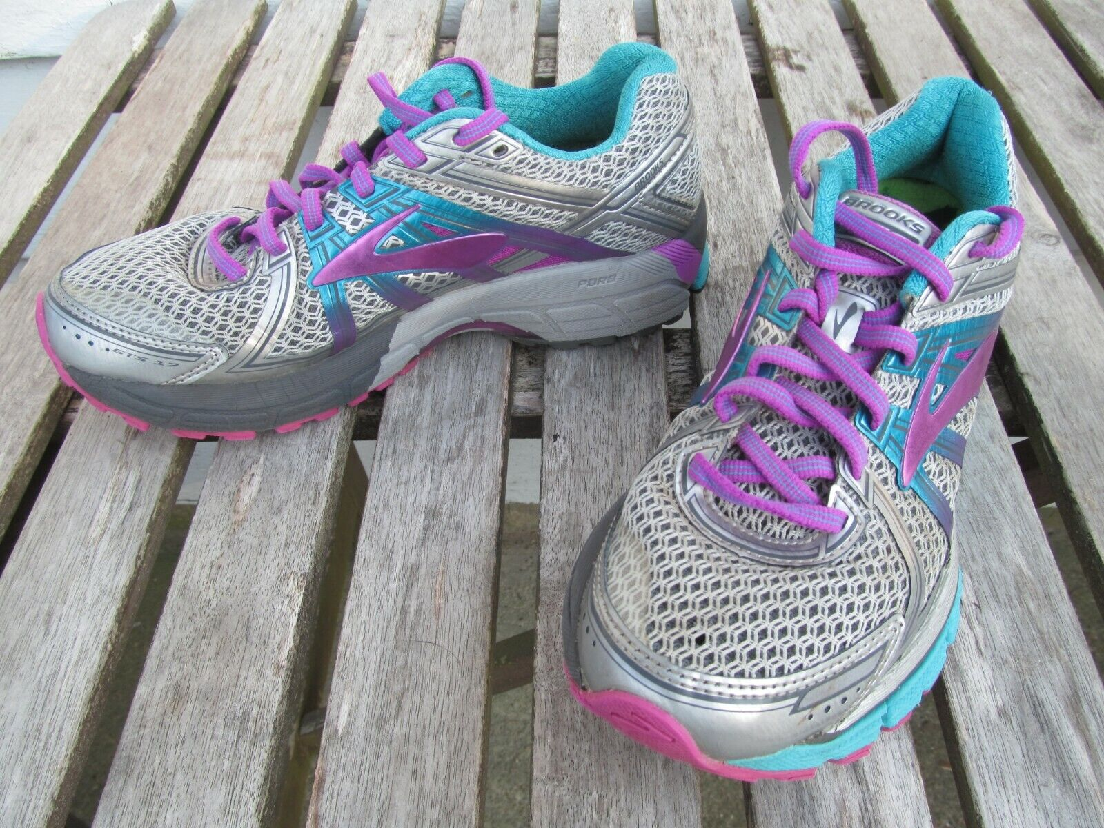 Brooks GTS 17 Grey Running shoes with Superfeet Insoles Women's US Size 8M