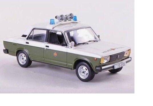 LADA 1200 1200 1200 (VAZ-2105) Volkspoliziei police CCC059 IXO 1 43 New in a box  d7e795