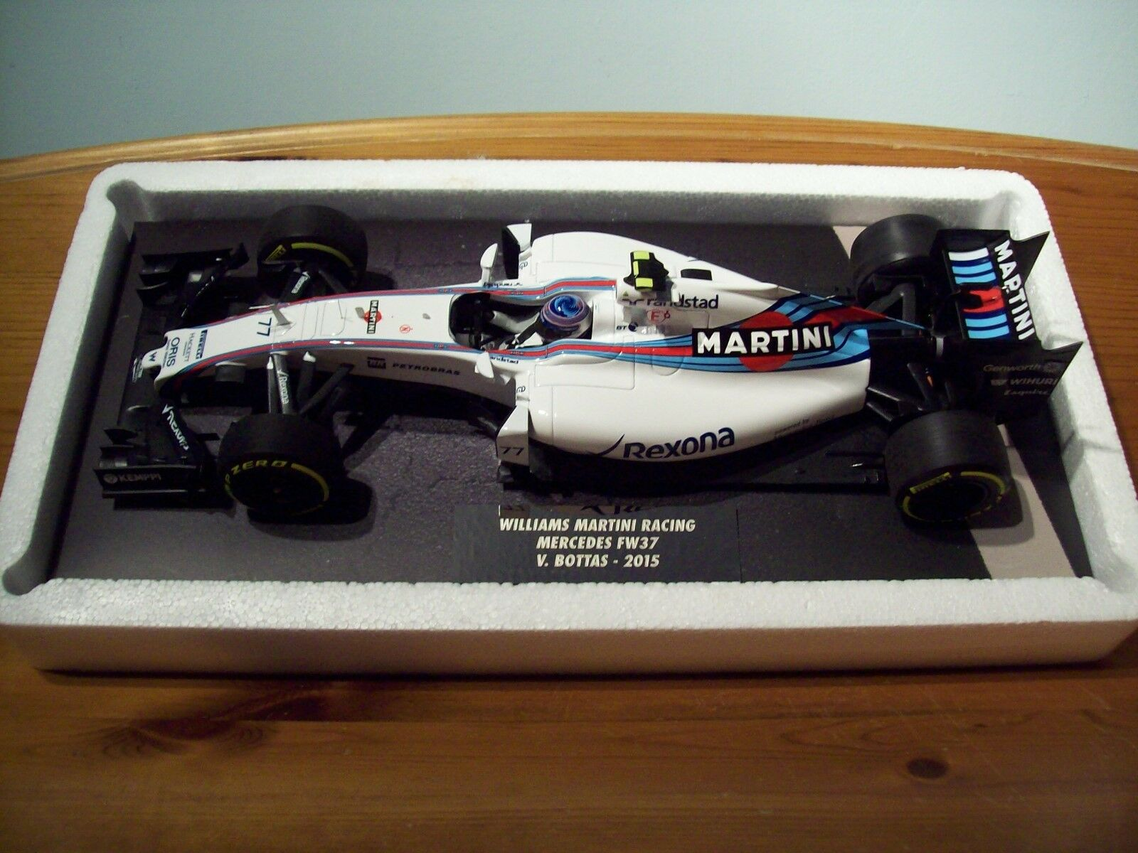 1 18 Minichamps Williams Martini Racing MERCEDES FW37  19 valteri Bottas 2015