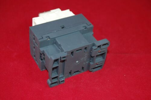 2200uF 16V 105C Axial Electrolytic Capacitors Nichicon Vintage TPC1C222M 6 pcs