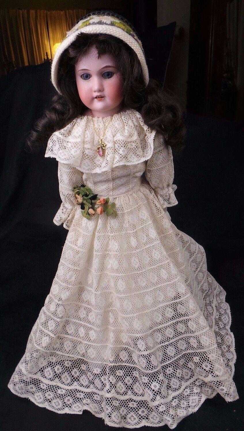 grandi offerte VINTAGE  ARuomoD MARSEILLE FLORADORA SHOULDER PLATE PLATE PLATE GERuomo bambola  ottima selezione e consegna rapida