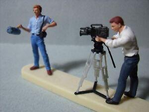 2 Figurines 1/43 Set 64 Le Cameramen Vroom A Peindre Unpainted Spark Dissipation Rapide De La Chaleur