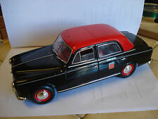 """Solido : Peugeot 403 """"Taxi  G7 """"     -- 1/18  -- TBE"""