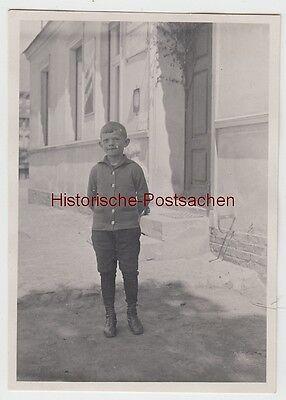 (f13302) Orig. Foto Kleiner Junge Klopprogge Vor Einem Gebäude 1929