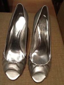 MICHAELANGELO-039-Blythe-039-Women-039-s-Bridal-Shoe-Size-8-M-Sliver-Color