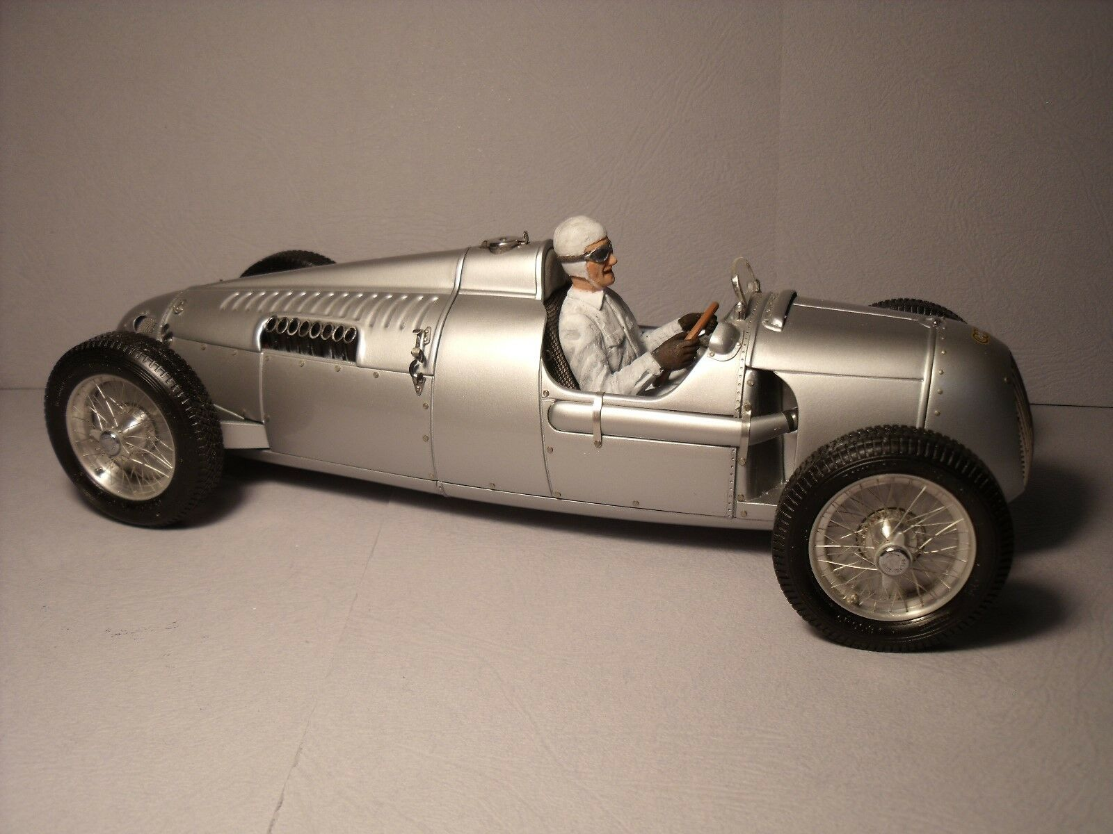 1 1 1 18  pinkMEYER  DRIVING  PAINTED  FIGURE  VROOM  FOR  CMC  AUTO UNION  TYPE  C 59ea8a