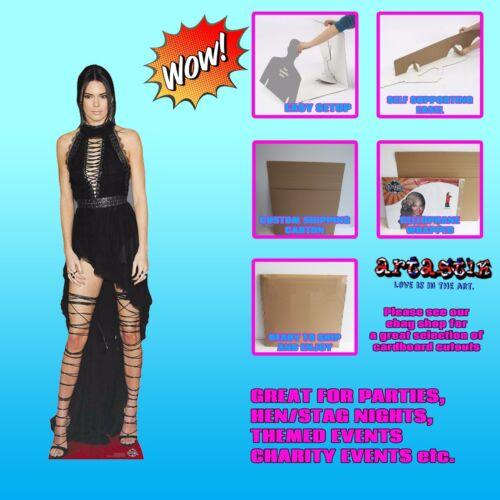 Kendall jenner//kardashian célébrité lifesize cardboard découpe voyageur debout