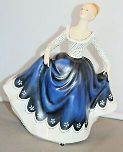 Vintage-ROYAL-DOULTON-HN-2310-Lisa-Figurine-20cm-Tall-Pretty-Lady-1968-Figure