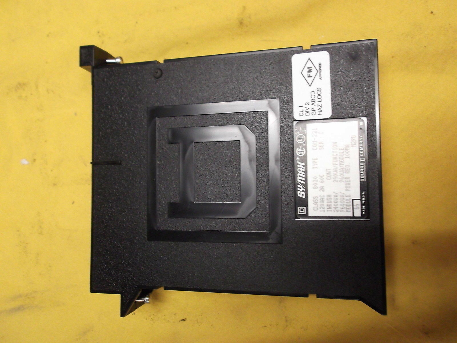 PROGRAMABLE CONTROLLER SQUARE D TYPE COM-221 SERIES C  CLASS 8030 MADE BY SYMAX