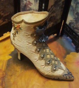 Vintage-Miniature-Willow-Hall-034-Gold-Deluxe-Circa-1894-034-Victorian-Brown-Boots-Shoes