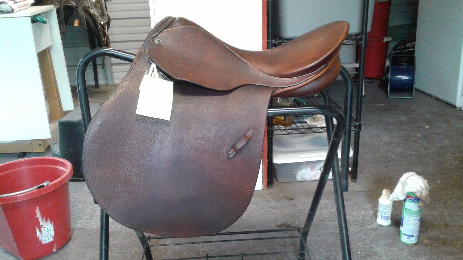 Stubben Athos I Saddle Made in Switzerland 17  Seat 31cm    Great Condition