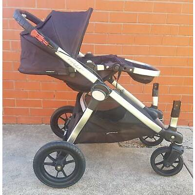 EXCELLENT CONDITION CITY SELECT PRAM WITH 2 SEATS, BASSINET & NEW TRAY