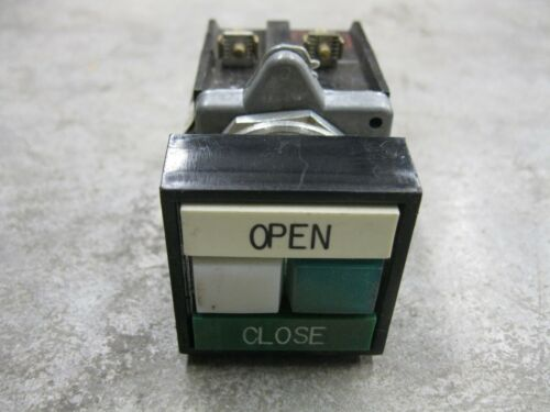"""CUTLER-HAMMER WHITE /""""OPEN/"""" GREEN /""""CLOSE/"""" LIGHTED PUSHBUTTON SELECTOR SWITCH"""