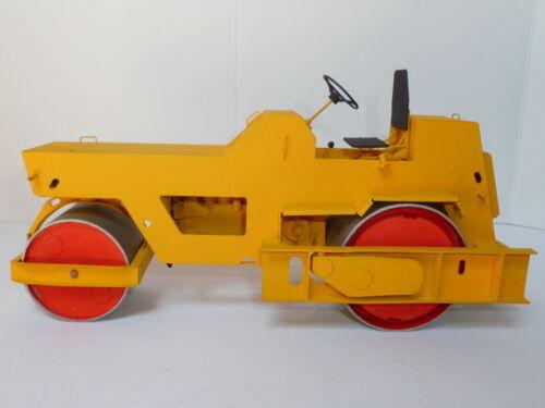 Modelik 32//11 Straßenwalze  DU-47B    1:25