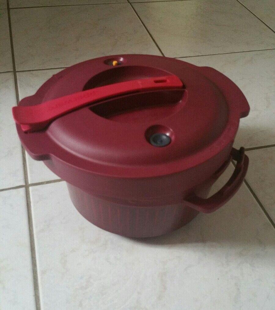 Micro minute tupperware  avec son sac de rangement  micro pressure cooker neuf