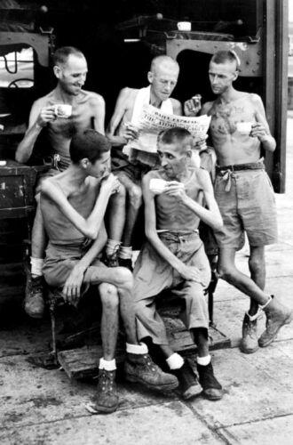 WWII B/&W Photo Emaciated British POW/'s of Japan 1945  World War Two WW2 1268