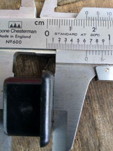Plastique Carré Table Chaise Jambe Pieds.. Qté 12 20 mm x 20 mm.. Banbury plastiques..