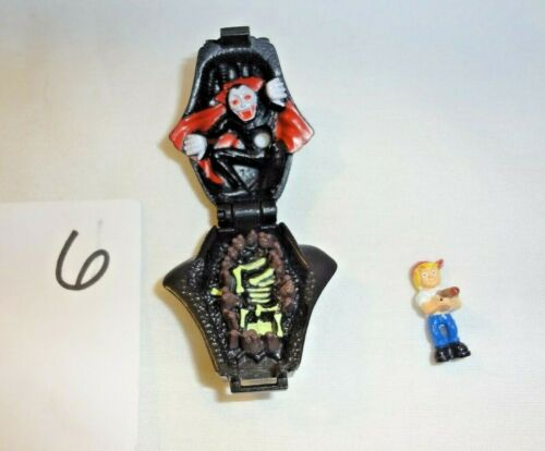 Mighty Max Shrunken Heads Vampyre 100/% Complete Set Playset Bluebird Vampire