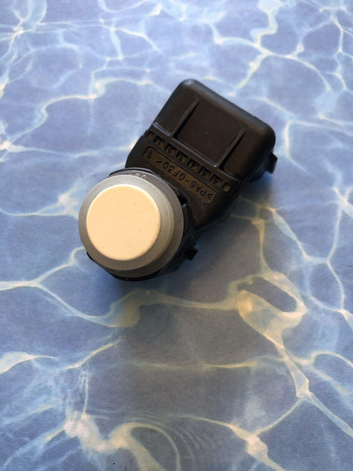 OEM 2015 Kia Sorento Rear Blind Spot Backup Reverse Assist Detector Sensor Red