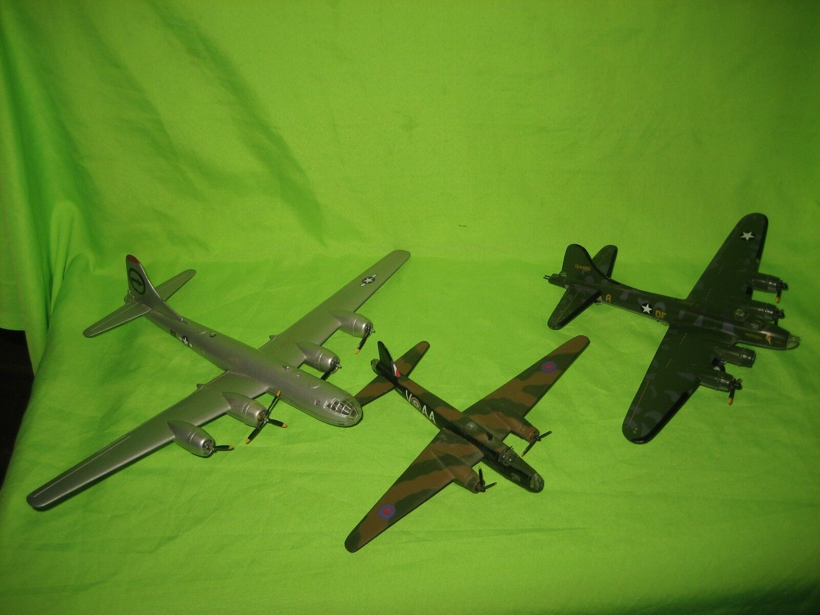 3 X  AIRPLANES ENOLA GAY , MEMPHIS BELLE METAL  DIECAST AIRCRAFTS MODELS