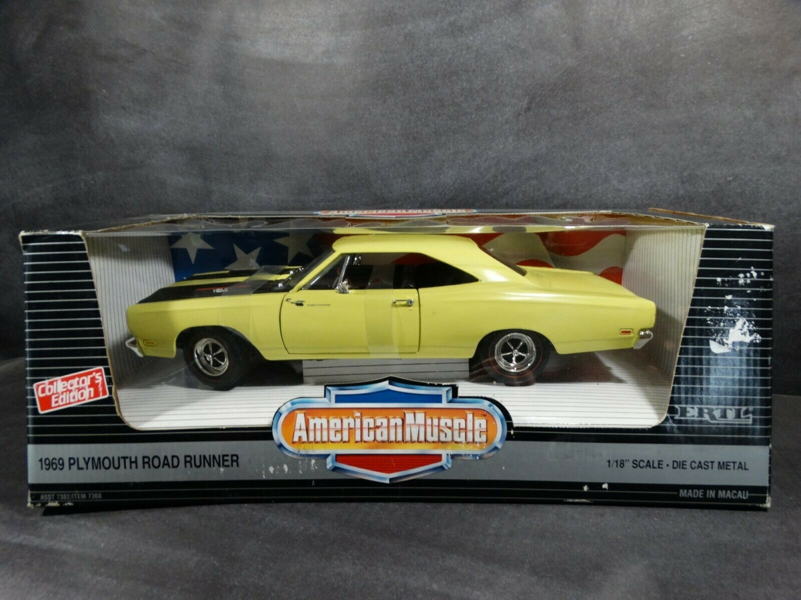Ertl 1969 Plymouth Road Runner Yellow 1 18 Scale Diecast American Muscle Car