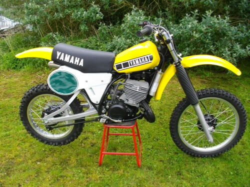 Yamaha YZ250  YZ465 G//H new seat foam and cover twinshock vintage  nos