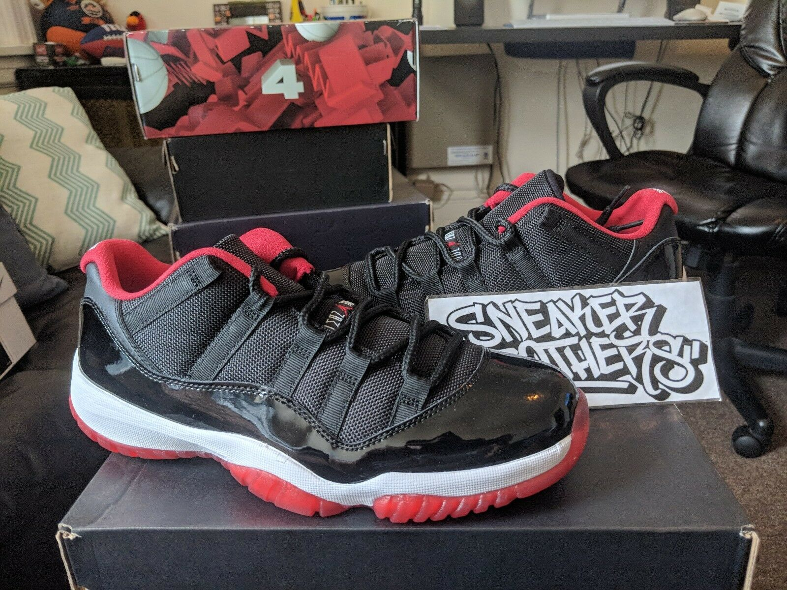 Nike Air Jordan Retro XI 11 Low Bred Black True Red White 528895-012