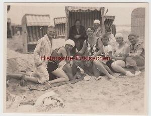 (f10828) Orig. Photo Baigneurs Sur La Plage, La Plage Paniers, Il Y A 1945-afficher Le Titre D'origine