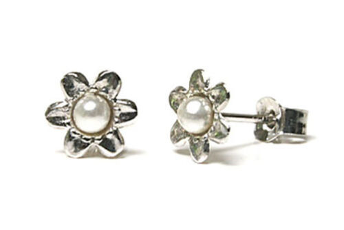 9ct White Gold Pearl studs Flower Earrings Gift Boxed Studs Made in UK