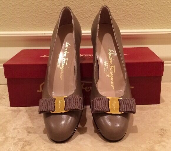 SALVATORE FERRAGAMO Taupe Tan Leather Classic gold Vara Bow Heels 7.5 3A NEW