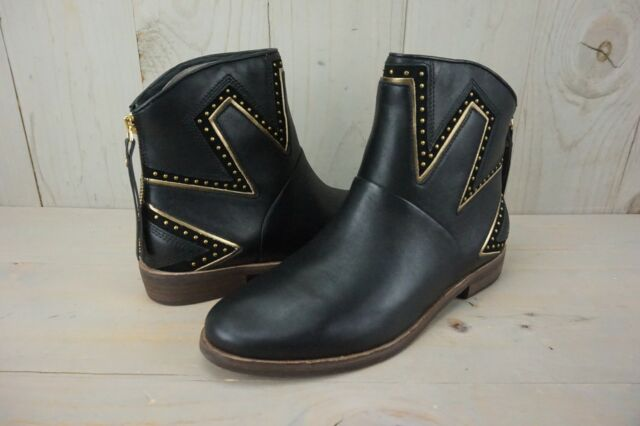 341bf816eeb UGG Lars Sunburst Stud Smooth Leather BOOTS Black Womens Size 8.5 US
