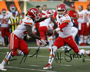 Alex Smith Kareem Hunt Kansas City KC Chiefs Signed Photo Autograph ... fd8d1bd63