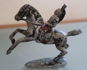 ALUDO-Dragon-a-cheval