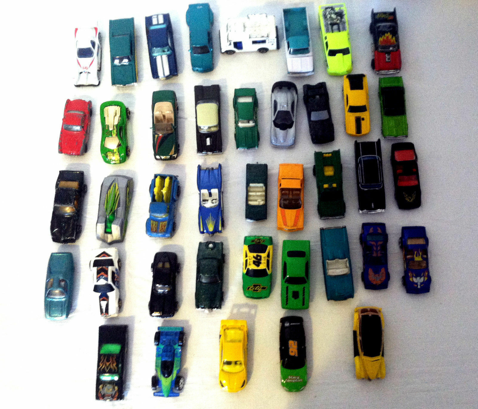 Lot Of Of Of 40 Misc. Toy Cars - Hot Wheels   Matchbox & More 1970s - 2000s 410788