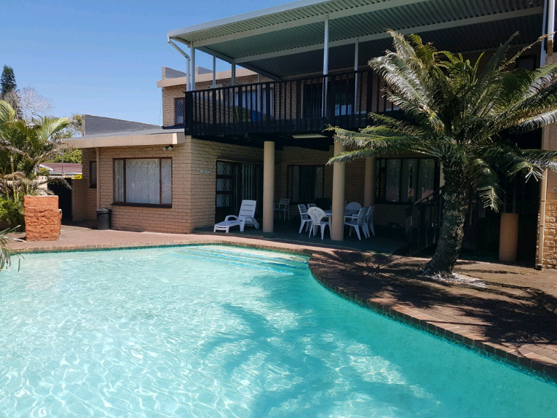 Frere Manor Shelly Beach 12 sleeper 5 bedroom beach holiday home